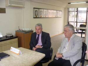 Paraná é destaque no Festival de Turismo das Cataratas. Na foto, o secretário do Esporte e Turismo do Paraná, Douglas Fabrício, e do presidente da Paraná Turismo, Jacó Gimennes. (Foto: Divulgação)