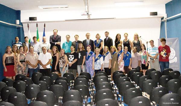 Foto tirada na solenidade de fundação do Instituto que aconteceu no dia 19 de dezembro de 2014, no Centro da Juventude