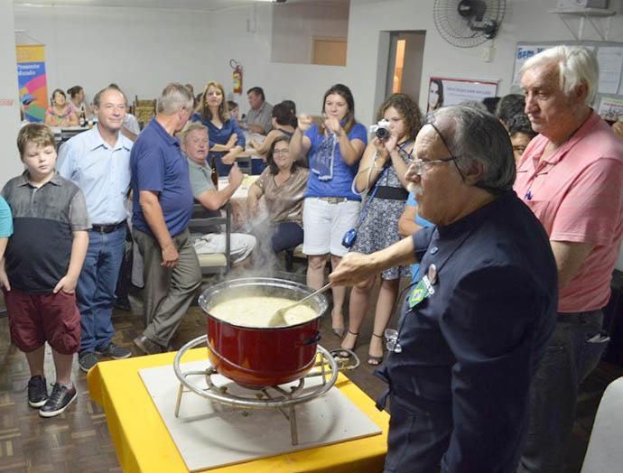 Workshop de culinária tropeira lota Casa da Amizade. Foto: Assessoria PMSMS