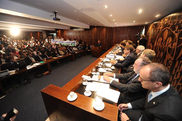 Audiência Pública reúne deputados e representantes de associações comerciais e órgãos de defesa do consumidor.