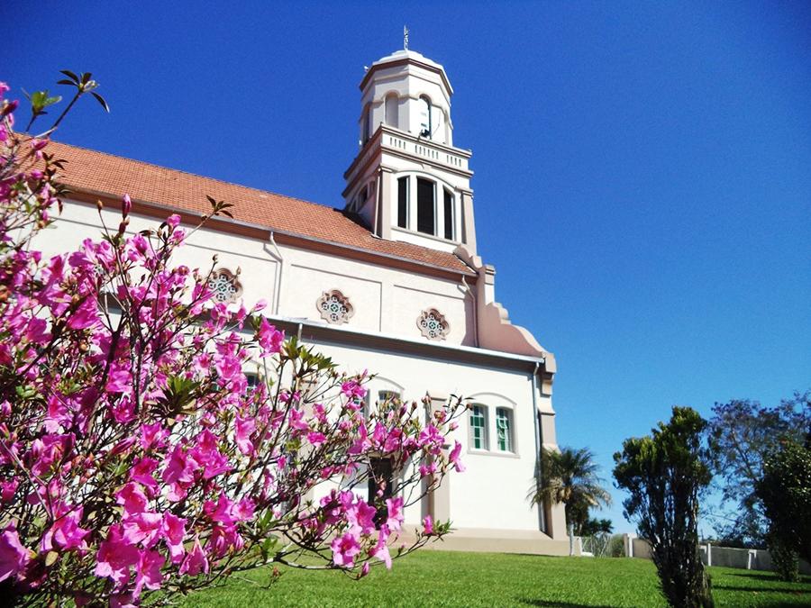 Igreja Nossa Senhora do Rosário, situada no centro do Rio Claro do Sul. (Foto: Amanda Foetsch)