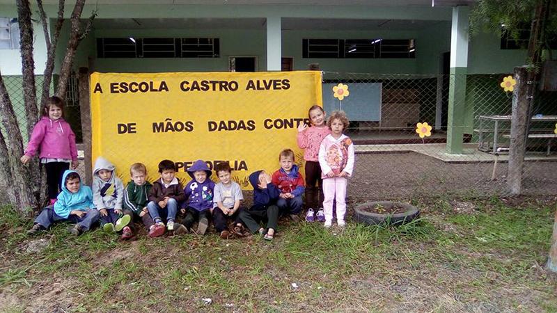 Escola Municipal Castro Alves - Água Branca - Mesmo nas escolas pequenas do interior o trabalho de conscientização foi desenvolvido por professores e funcionários