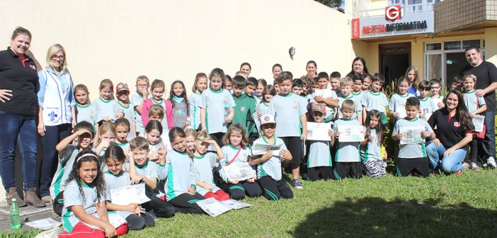 Alunos da Escola Municipal Monteiro Lobato de Antonio Olinto visitam a sede da Gazeta Informativa