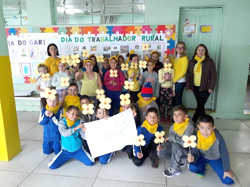 Escola Municipal Odemira Cunha na Vila Amaral - Trabalho de conscientização em sala de aula