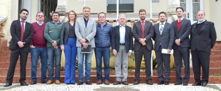 Dia 24 de maio, no gabinete do prefeito municipal Luiz Adyr aconteceu uma importante reunião agendada pelo Tribunal Regional Eleitoral, com a presença de várias autoridades. (Foto: Divulgação)