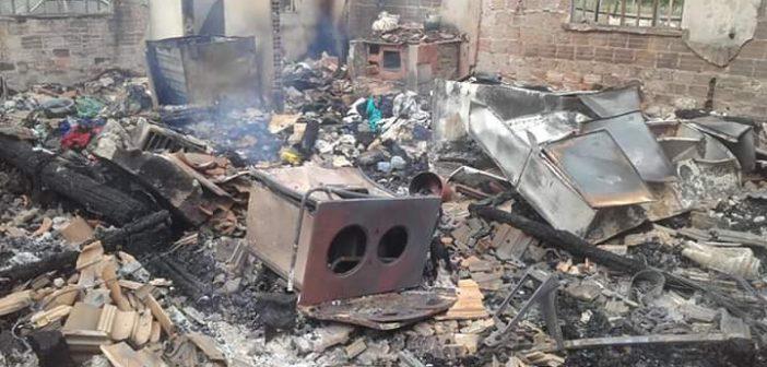 Colabore com a família que teve casa incendiada no Porto Ribeiro