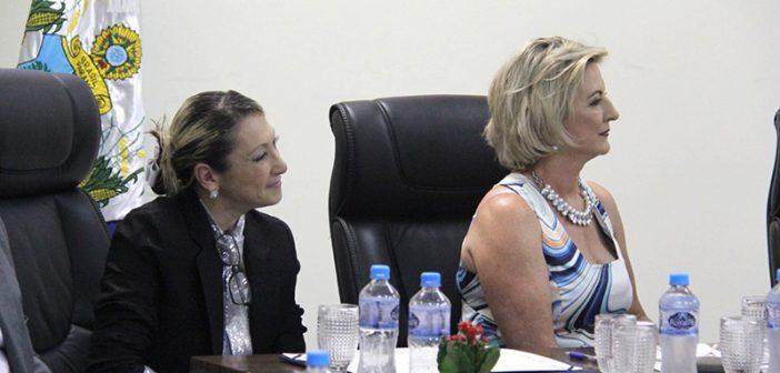 Câmara entrega título de Cidadã Honorária para Adelaide Gonzales Minervini e Genesi Nalin Betanin